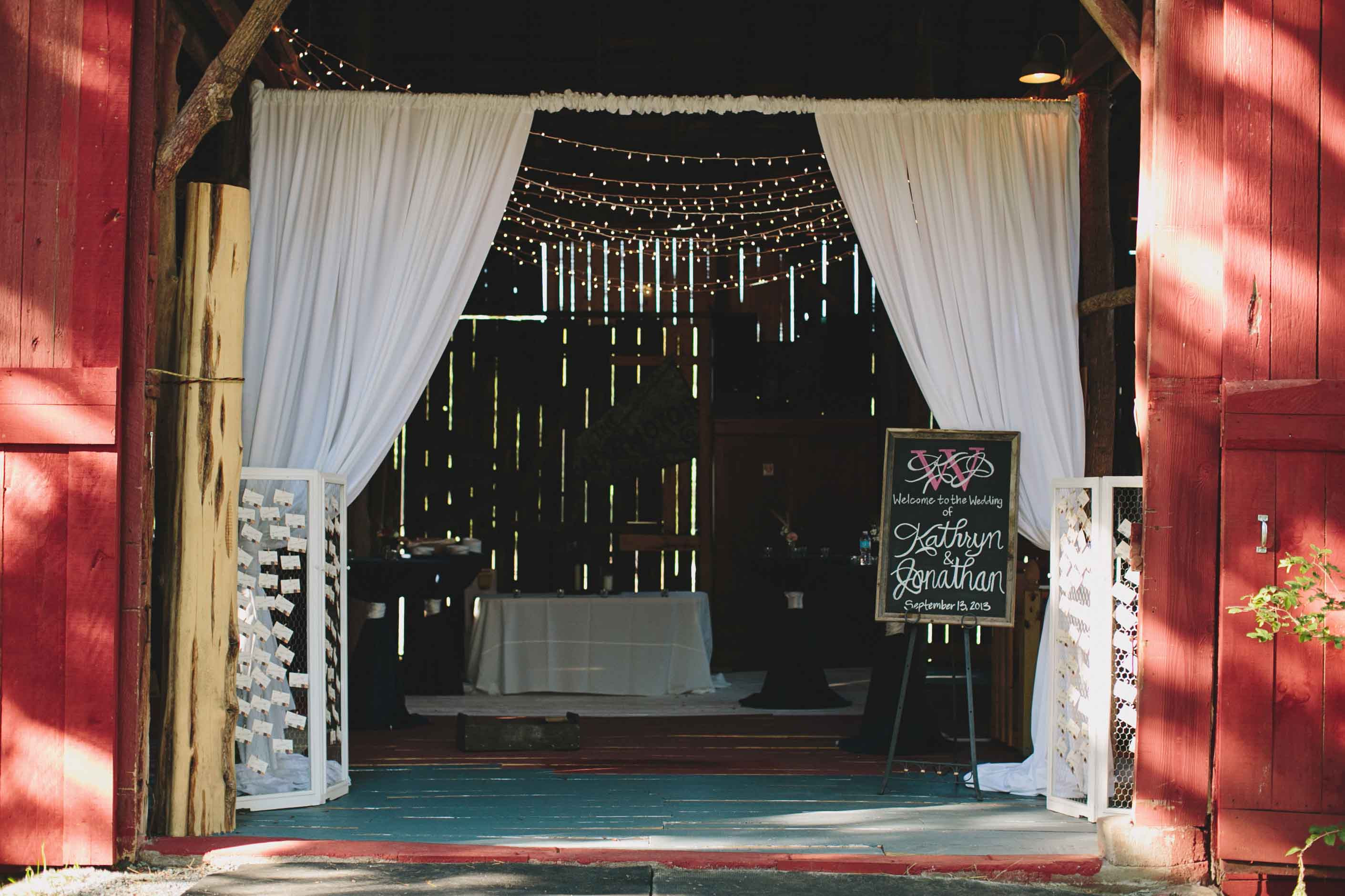Barn Wedding Decor | Fabric Display | Tableau Events