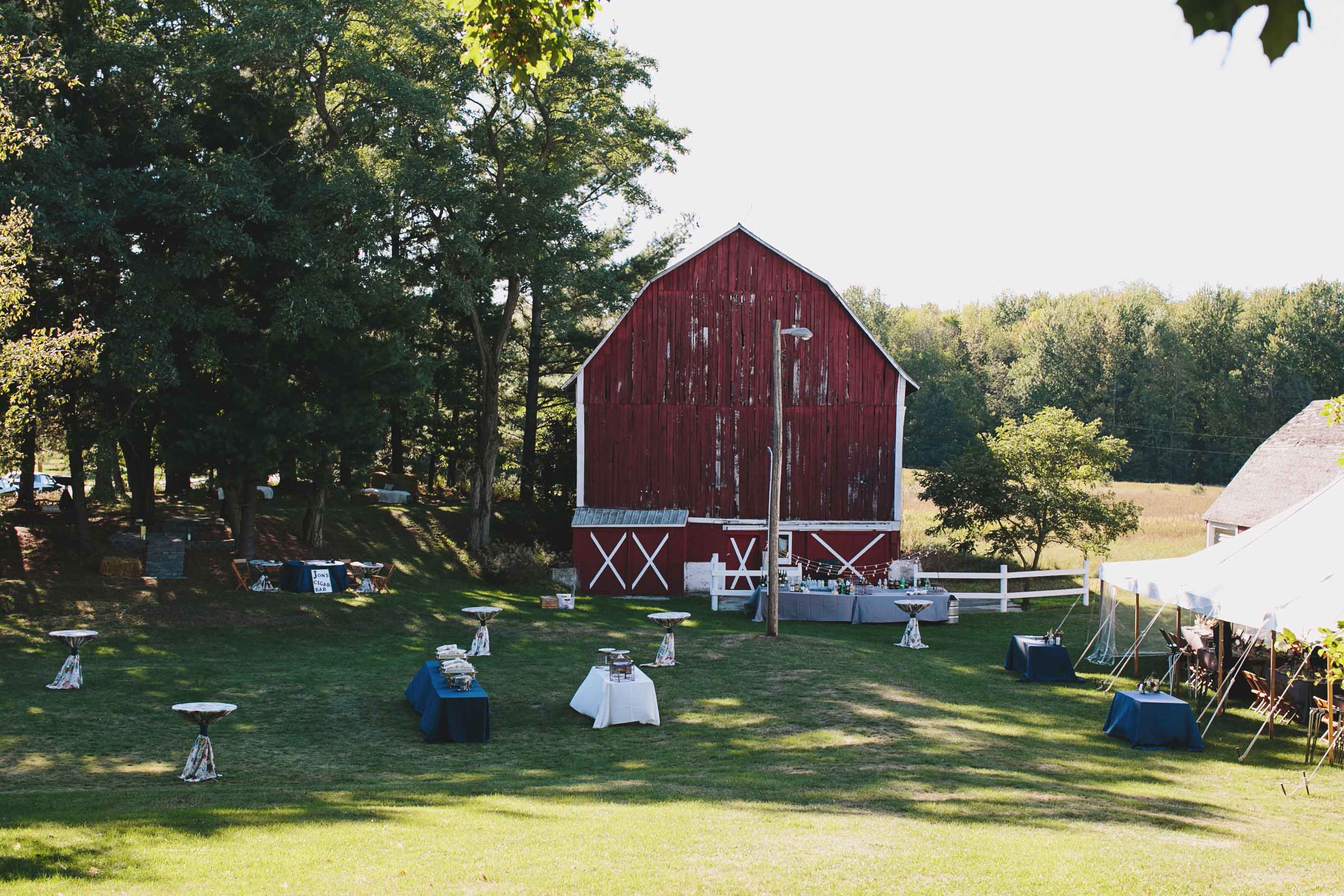 Barn Wedding | Rustic Wedding | Outdoor Wedding Reception | Tableau Events