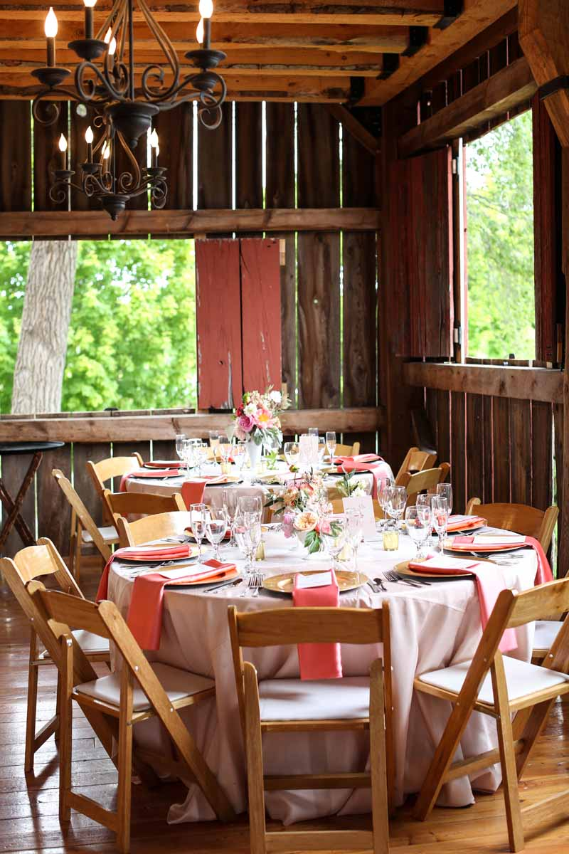 Barn Wedding | Pink Accents | Tableau Events