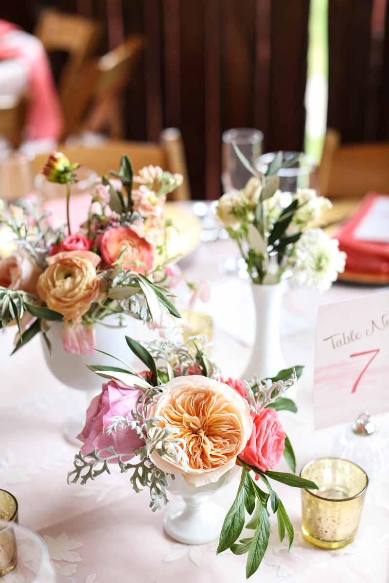 Garden Roses | White Vases | Northern Michigan Wedding Planning and Design | Tableau Events