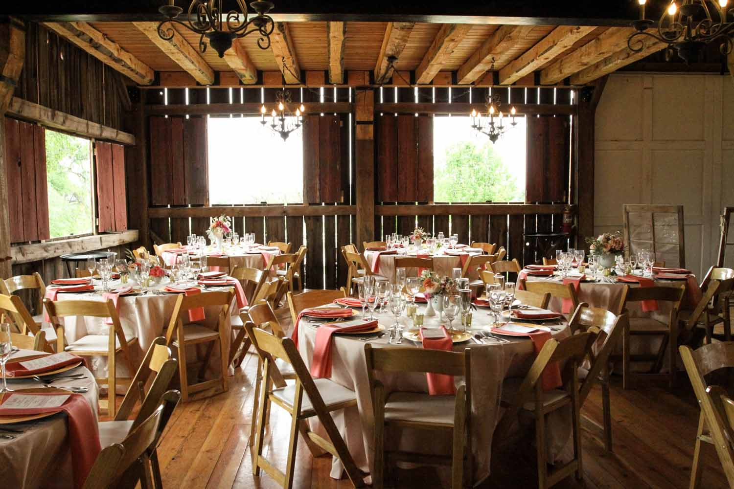 Wood Accents | Barn Reception | Tableau Events