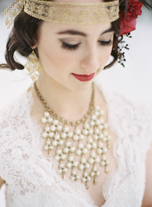 Vintage Gold and Pearl Necklace | Northern Michigan Winter Bride | Tableau Events