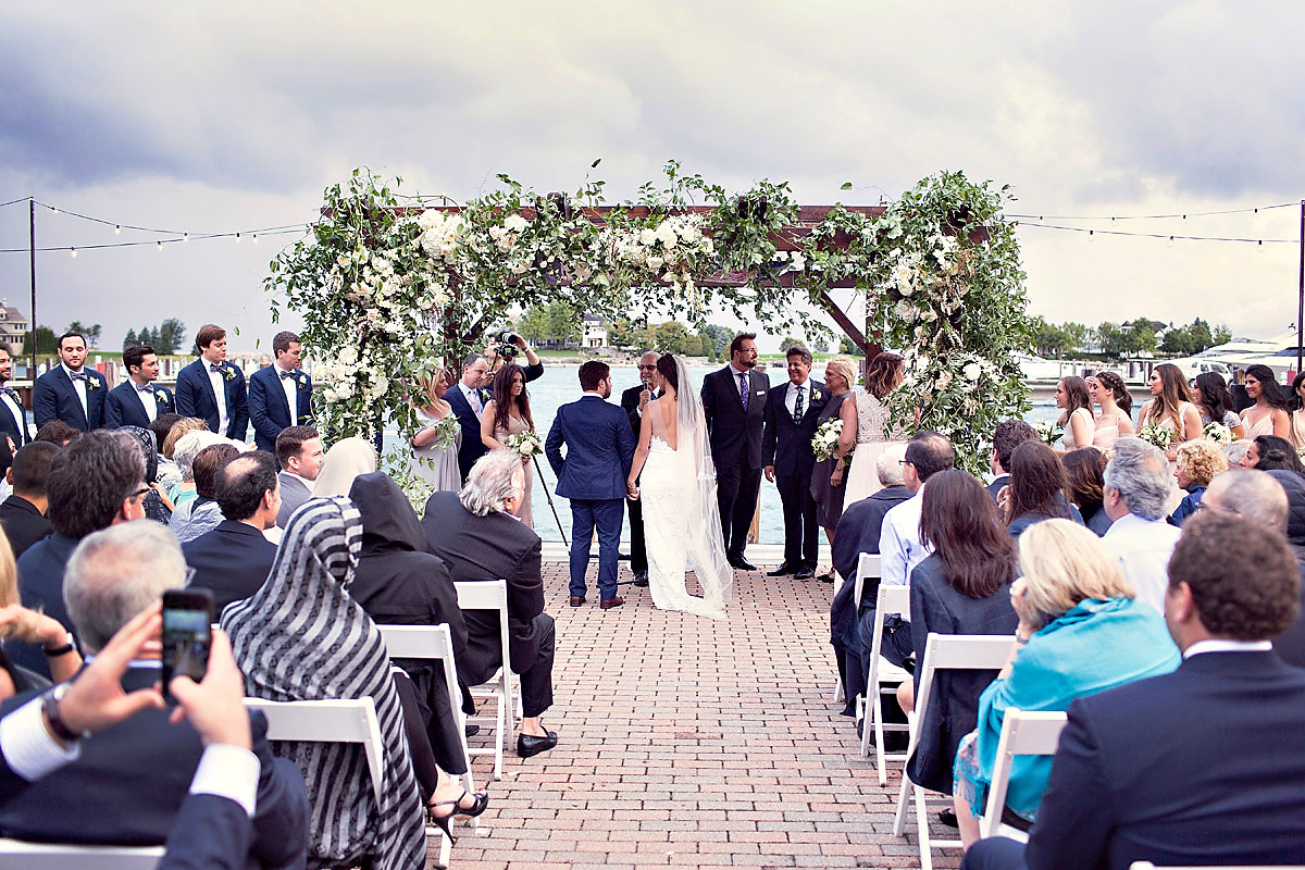Outdoor Summer Wedding | Alter Decor | Tableau Events