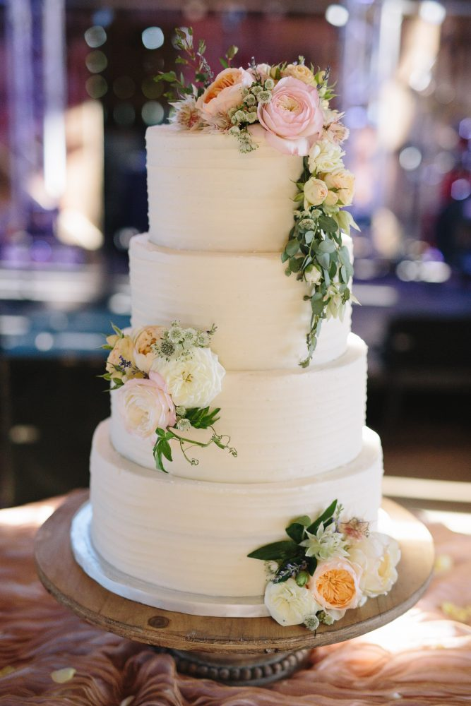 Simple Floral Wedding Cake | Simply Sweet by Jessica | Northern Michigan Wedding Planning | Tableau Events