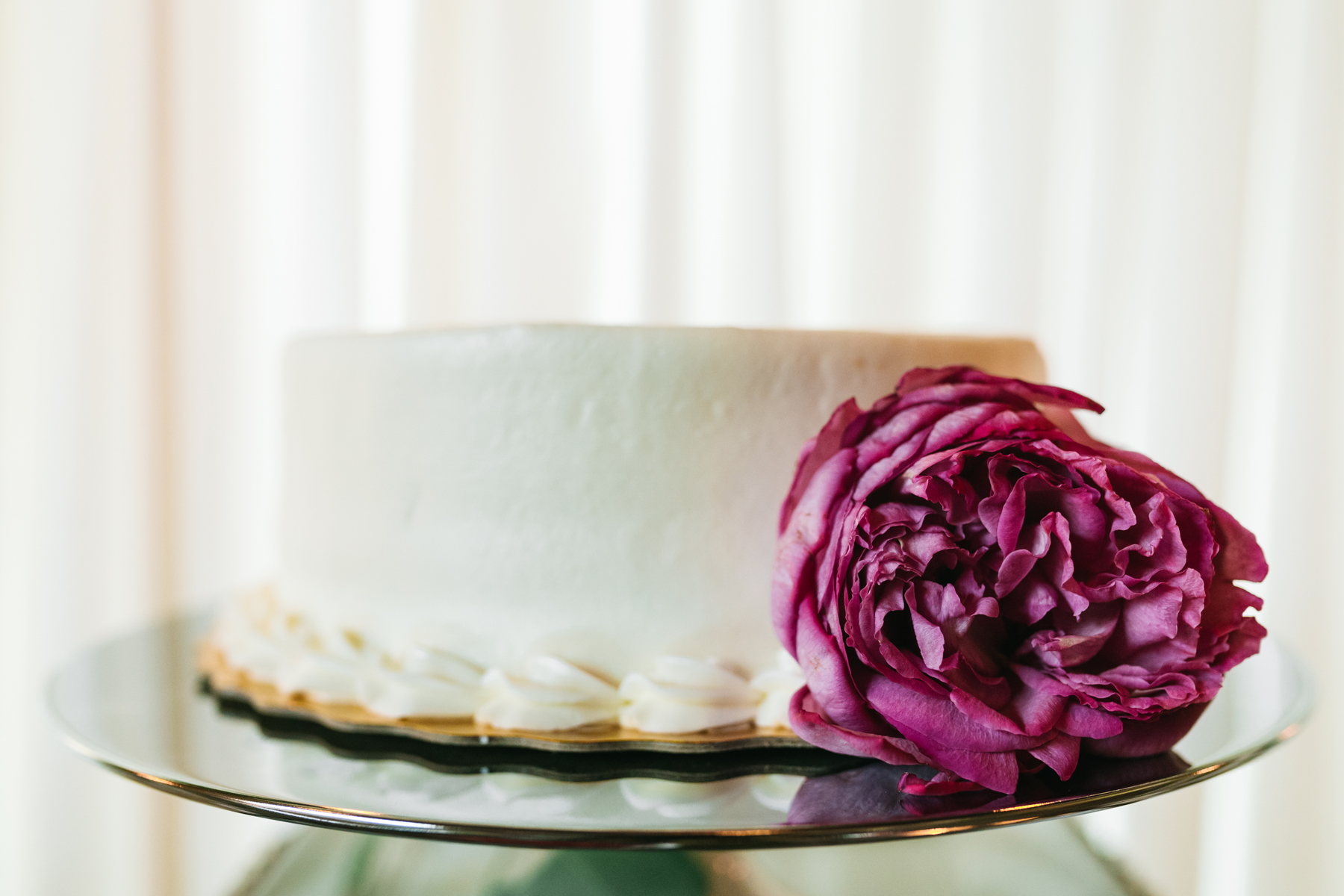 Simple Wedding Cake Inspiration | Bloom Floral Design | Northern Michigan Wedding Planner | Tableau Events